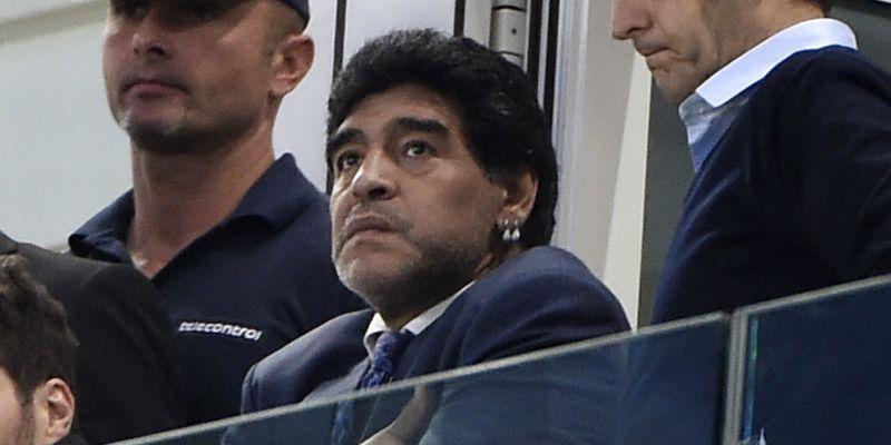 In piazza a Napoli per Maradona, ma cantano cori contro la Juve: polemica tra i tifosi