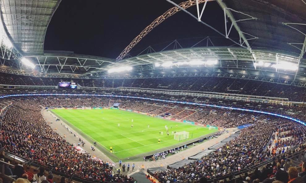 Razzismo, tensione tra tifosi e polizia durante Inghilterra-Ungheria: cosa è successo
