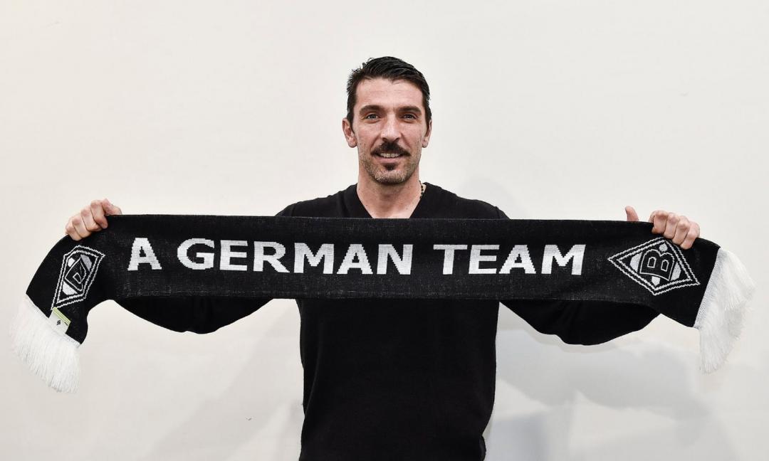Non solo campioni: anche una squadra tedesca rende onore a Buffon FOTO