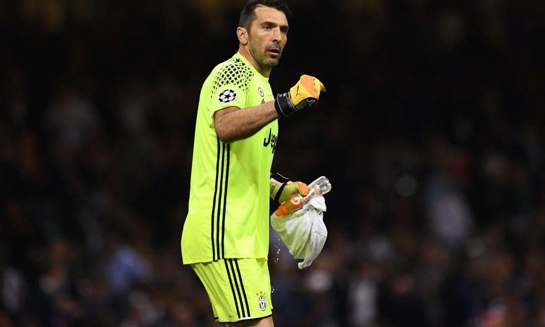 Buffon, striscione sotto casa: 'Gracias Real Madrid' - FOTO