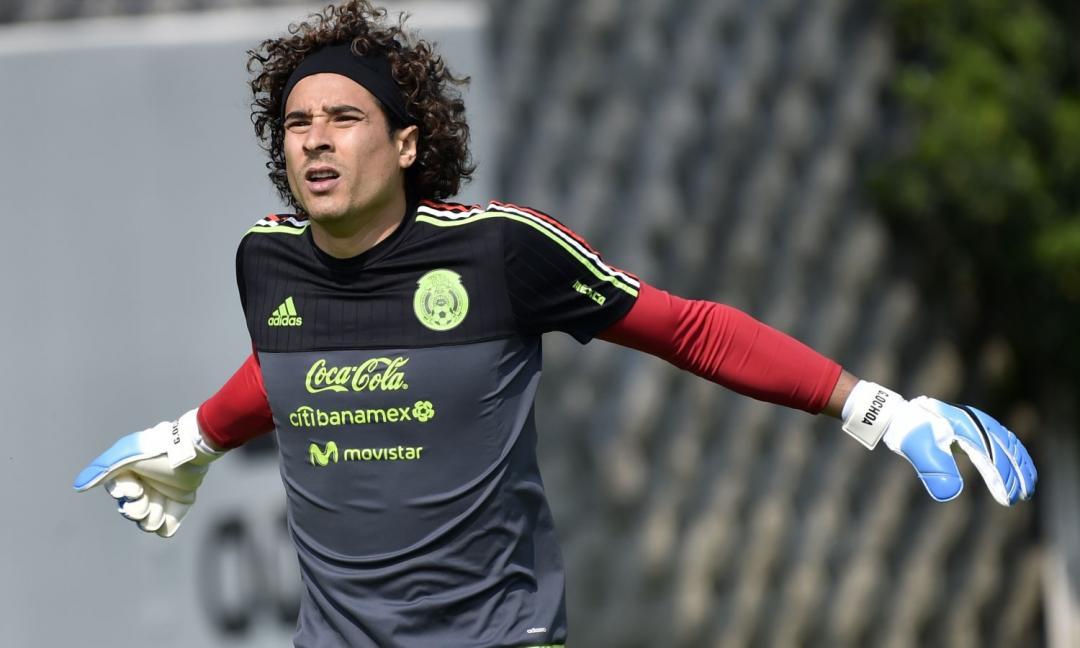 Napoli, ds Standard ironizza: 'Ochoa? Anche noi vorremmo Mertens in prestito...'