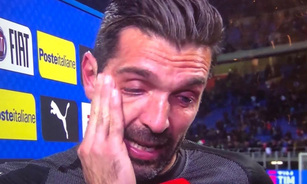 Buffon in lacrime: 'Ringrazio tutti per questi anni. Barzagli, Chiellini e De Rossi smettono'