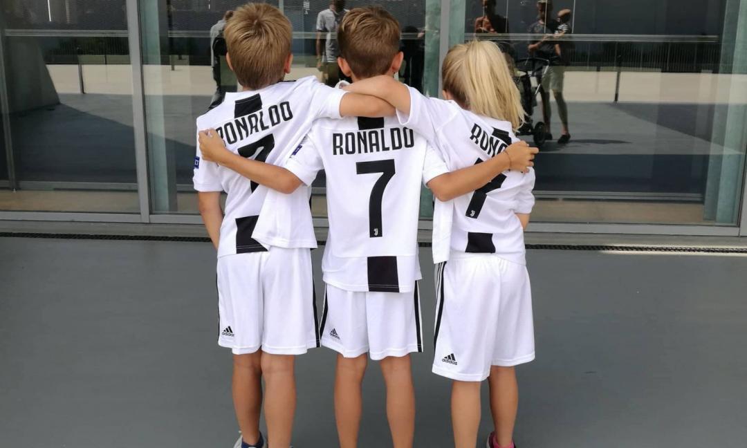 Juve, rubata la prima maglia autografata da Ronaldo: è in vendita su Ebay