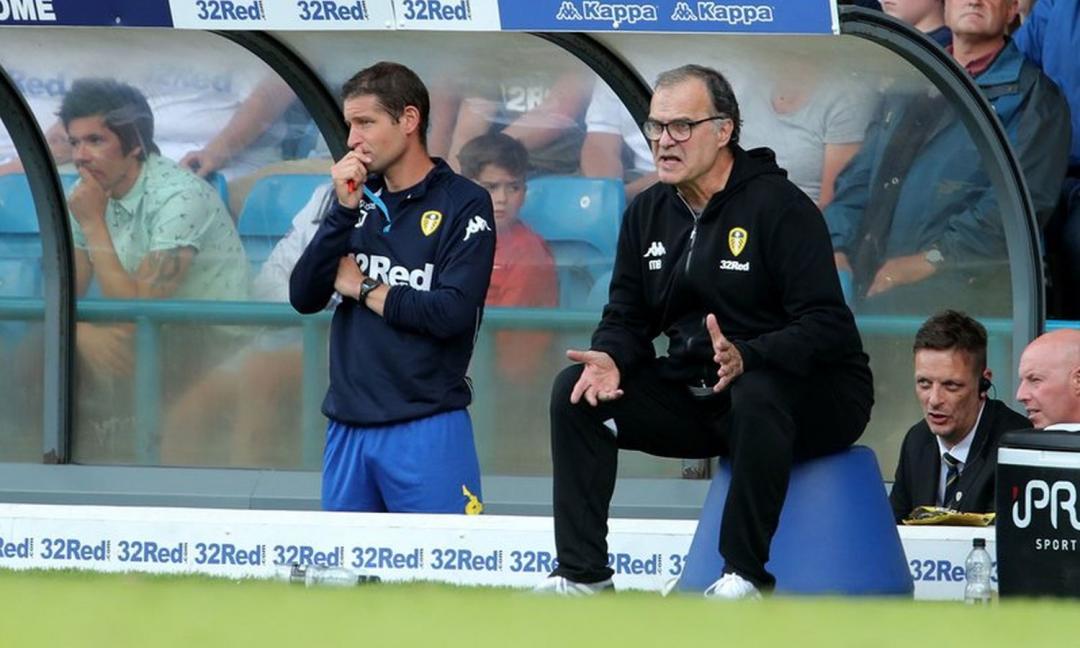 Leeds United, giocatori e staff rinunciano allo stipendio: andrà ai dipendenti