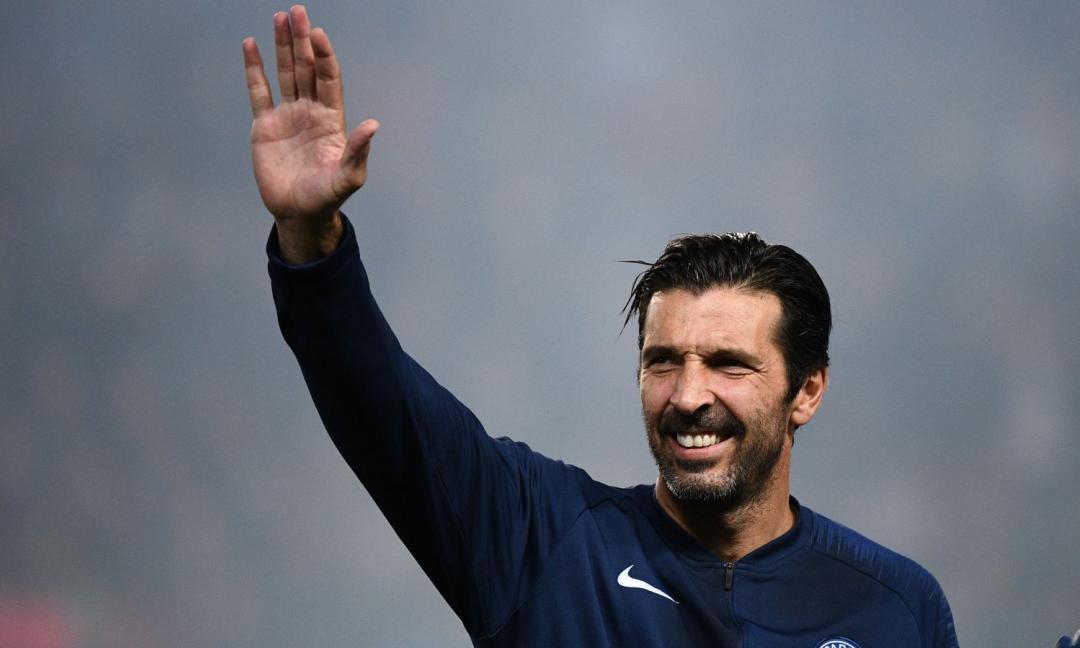 Buffon ricorda Banks: 'Ho costruito i miei sogni sulla tua parata perfetta!'