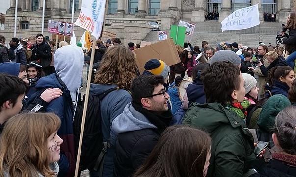 Finestra sul mondo: ragazzi in sciopero per il clima, sì al rinvio della Brexit