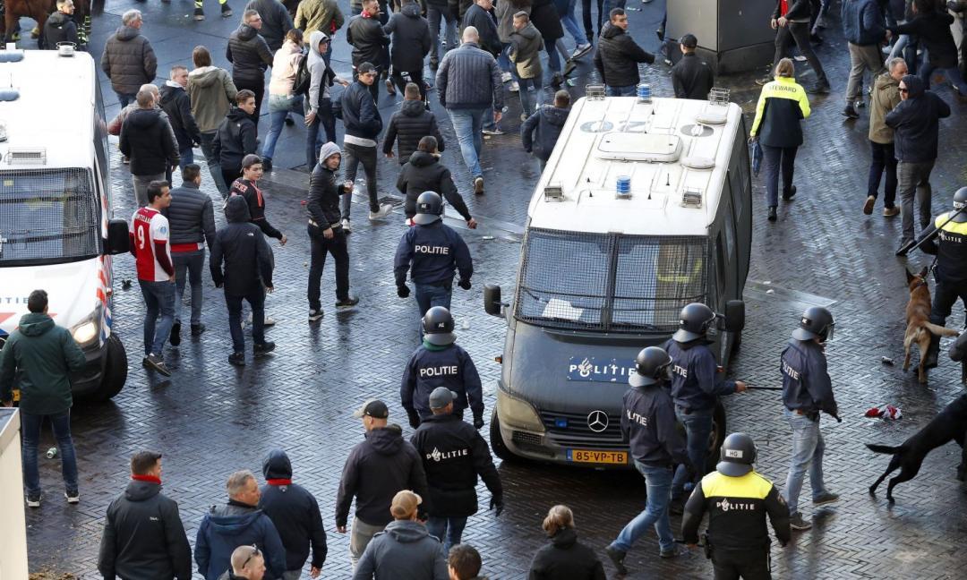 I tifosi dell'Ajax invadono Torino: la situazione