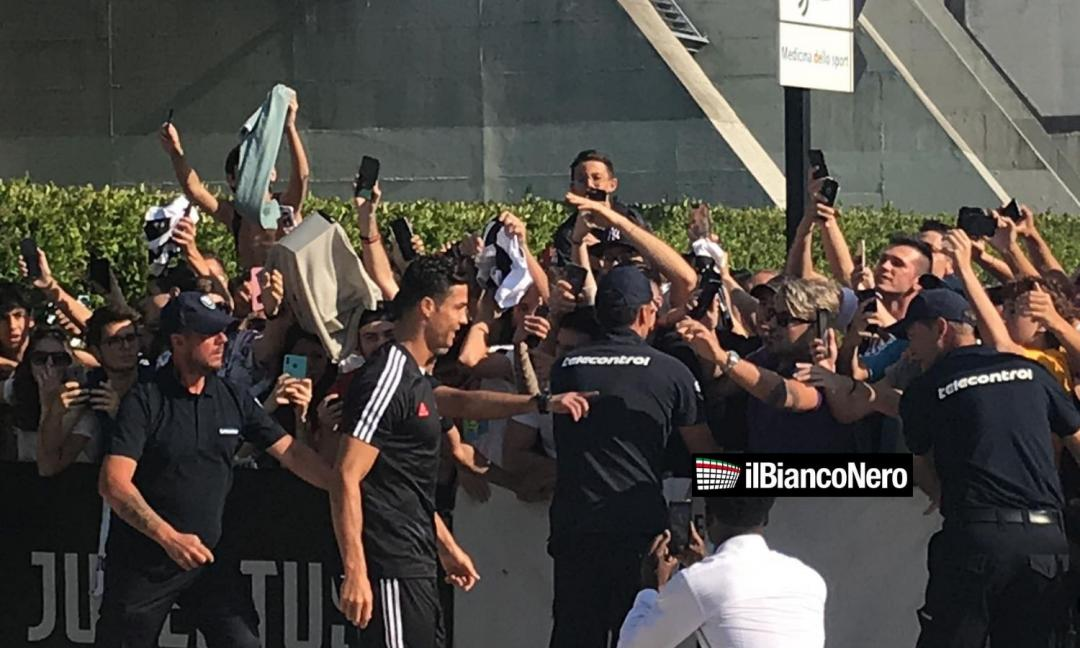 Ronaldo al J-Medical: visite finite. I tifosi: 'Portaci la Champions!' FOTO e VIDEO