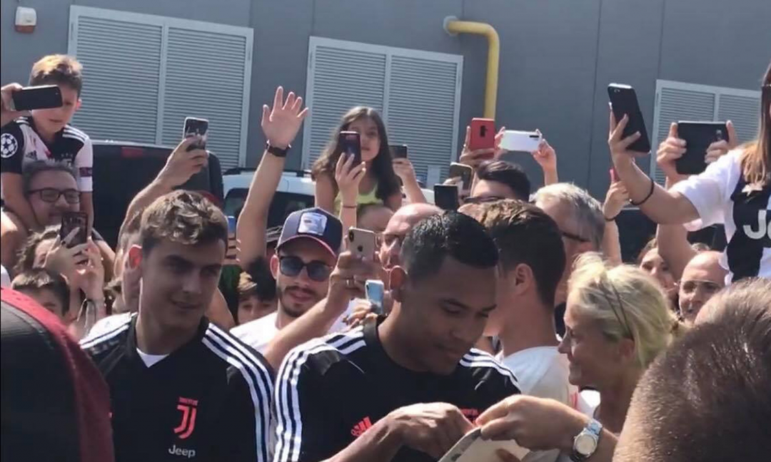LIVE: Dybala e Alex Sandro arrivati al J-Medical! FOTO e VIDEO