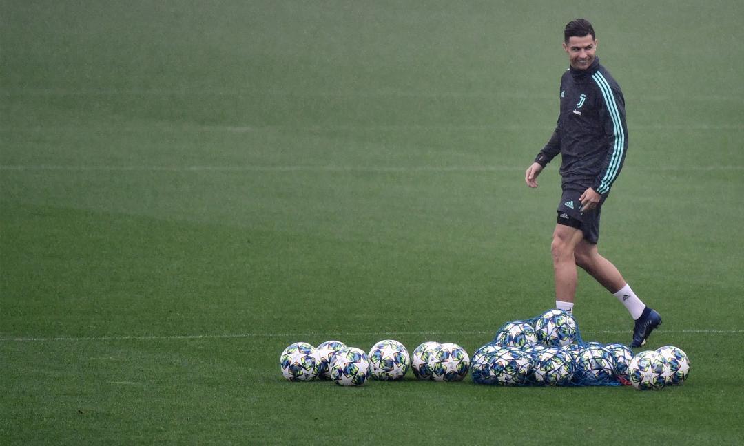 Ronaldo alla Continassa con il figlio, corrono insieme per la Juve VIDEO