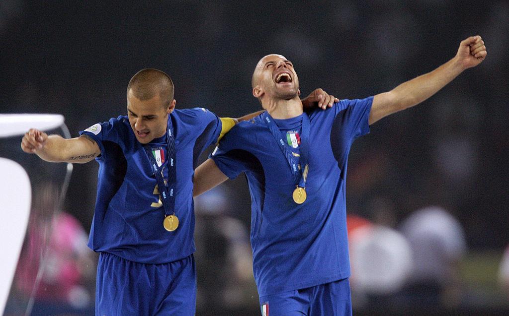 Del Piero e Cannavaro SHOW in diretta: 'In Cina ora si può uscire'. E annunciano l'aiuto alla Croce Rossa