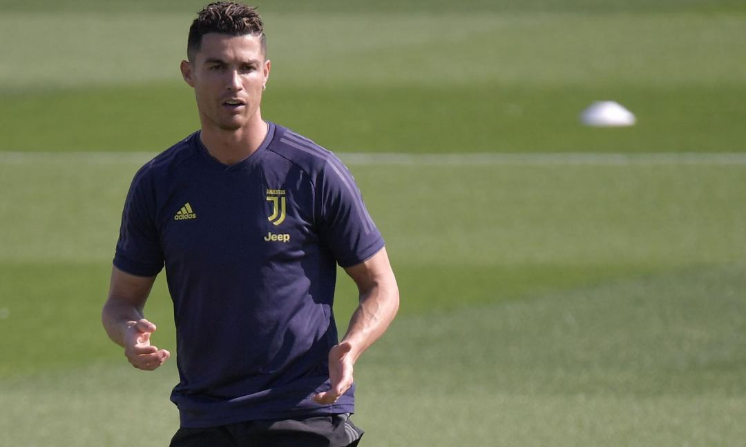 Ronaldo suda alla Continassa: 'Work hard, play hard' FOTO