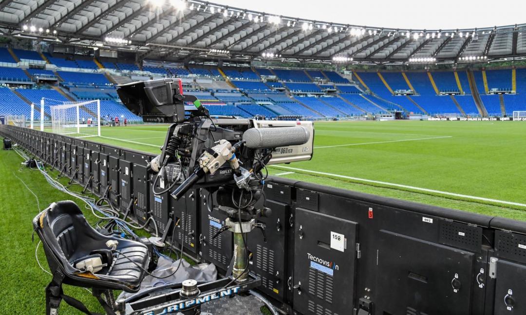 Diritti tv, l'offerta aggressiva di Tim per guardare la Serie A e la risposta di Sky