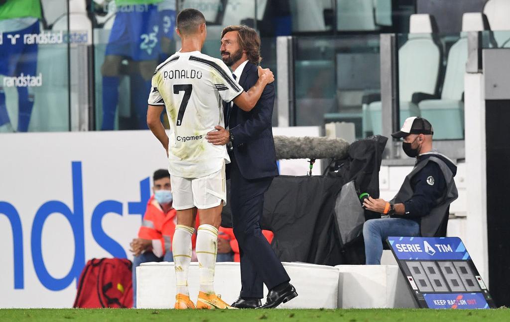 Ronaldo e l'abbraccio con Pirlo: la FOTO fa impazzire i tifosi