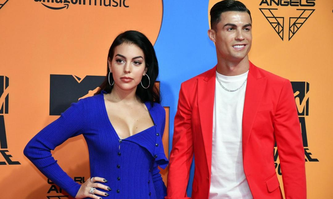 Ronaldo, il futuro alla Juve è un rebus: testa al Portogallo, Georgina lancia un messaggio speciale FOTO