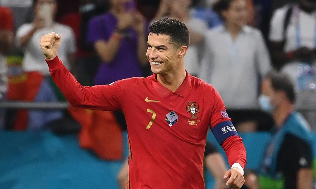 Record e gol, Ronaldo: 'Continuiamo così'. E pubblica la bandiera del Portogallo