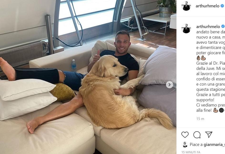 Juve, Arthur pubblica la FOTO della calcificazione asportata: 'Sto bene, torno presto!'