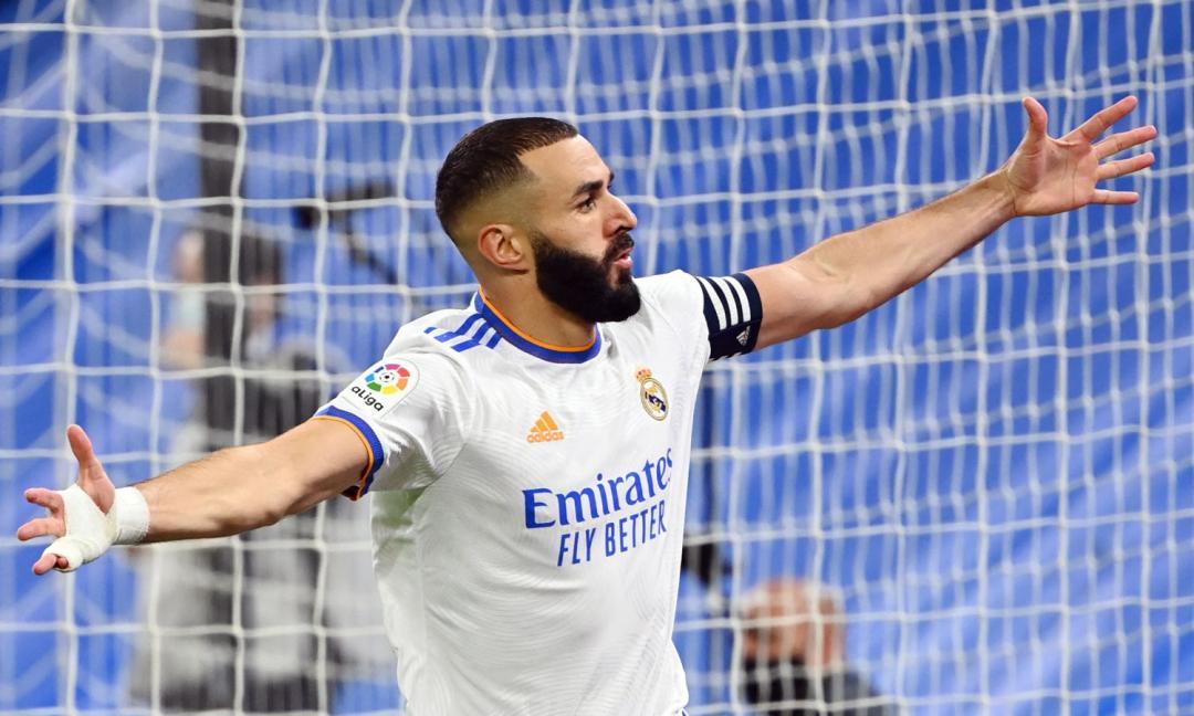 Ronaldo assegna il Pallone d'Oro: 'Benzema favorito'